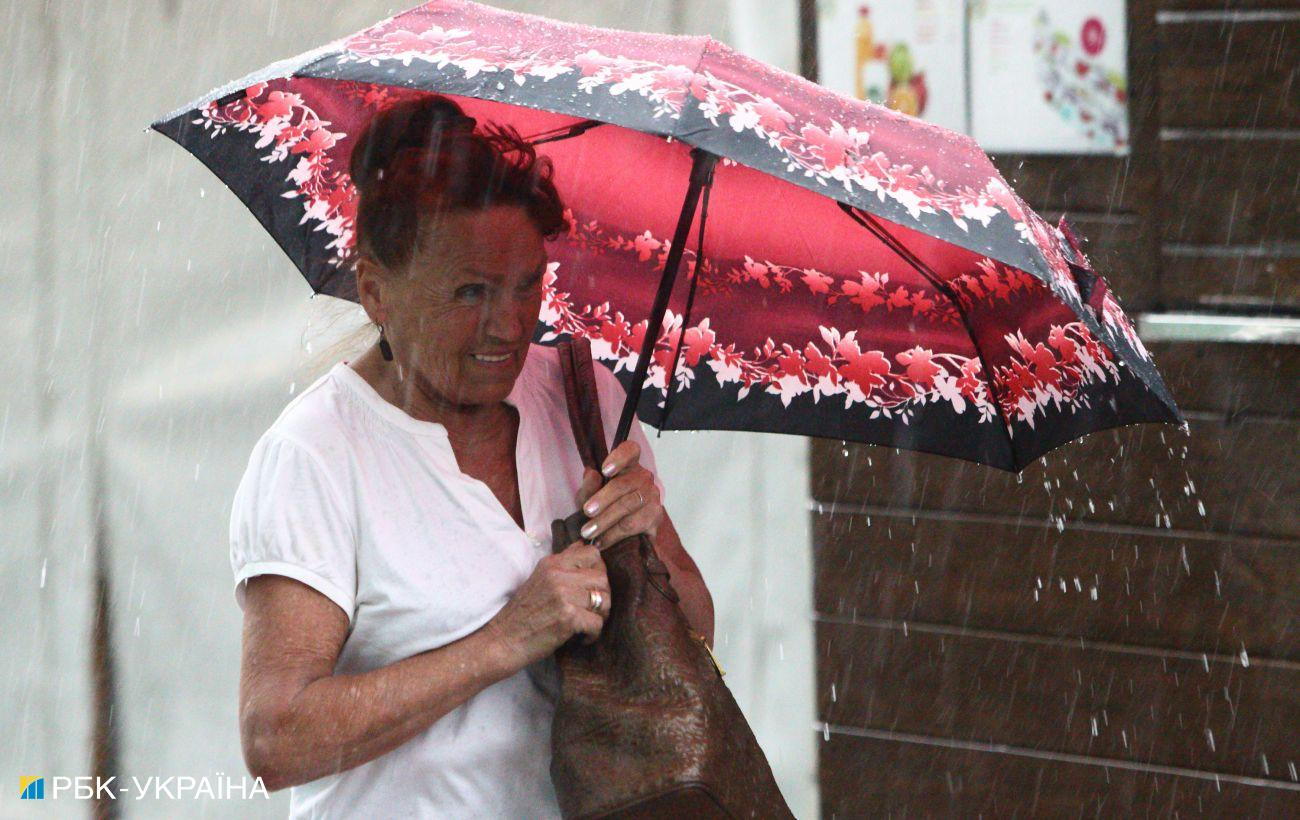 Українців попередили про зливи та штормовий вітер