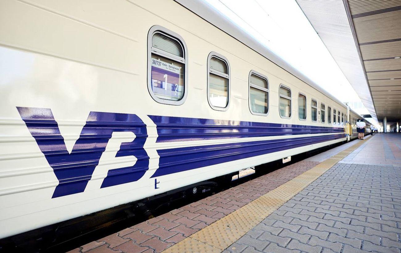 Карстовий провал на залізниці: УЗ змінила графік та маршрут поїздів