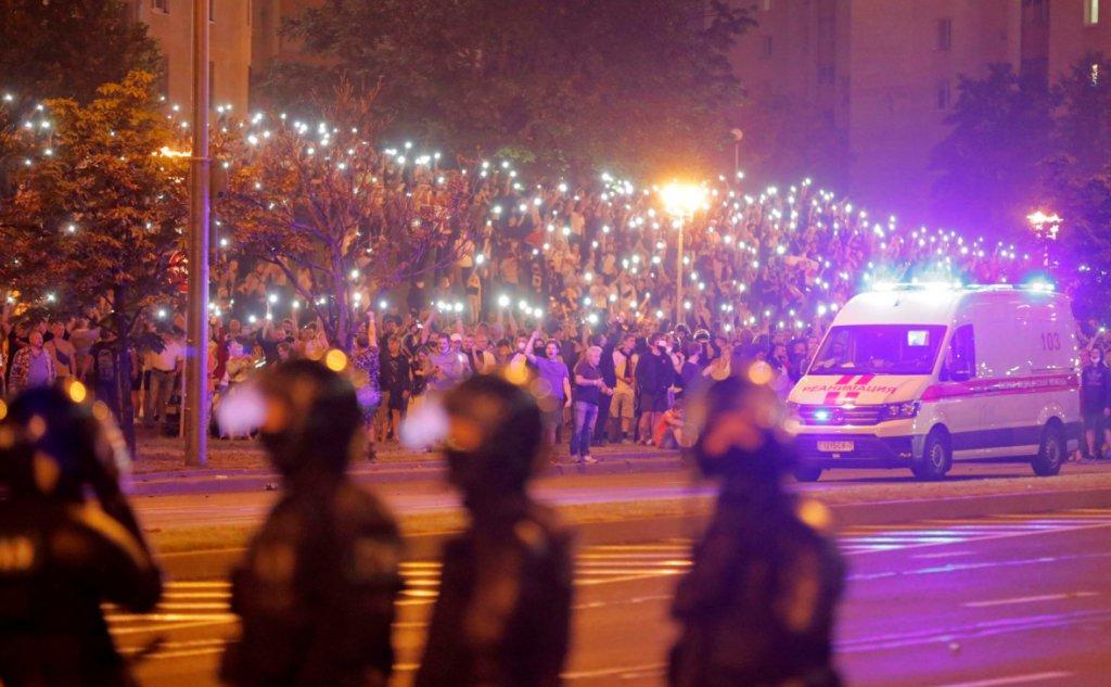 Силовики «шерстять» житлові двори і стріляють з вікон: нові кадри протестів у Білорусі