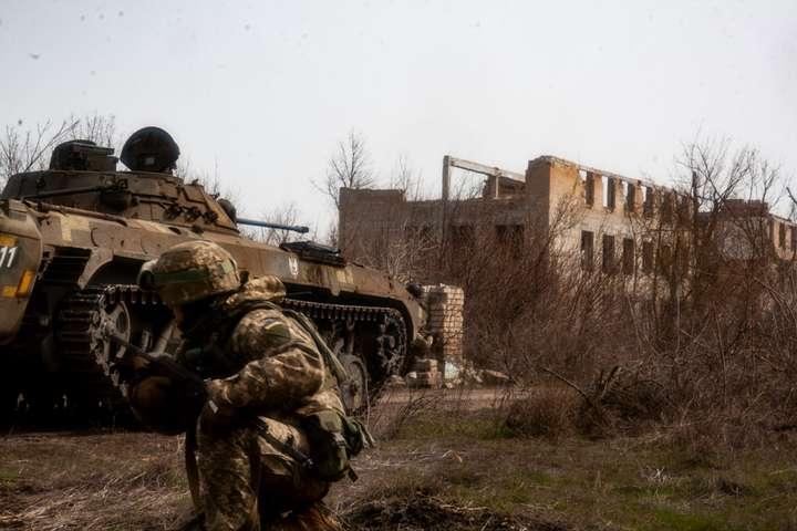 Оккупанты в Донбассе били с запрещенного оружия: за сутки — 10 обстрелов