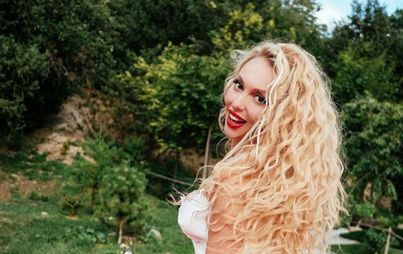 """Полякова після скандалів розбурхала мережу фото в напівпрозорому вбранні: """"що показуєте, то і отримуєте"""""""