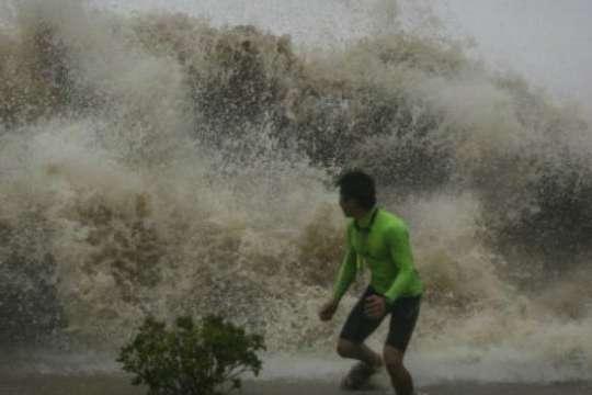 Майже мільйон евакуйованих: Філіппіни опинились під ударом потужного тайфуну