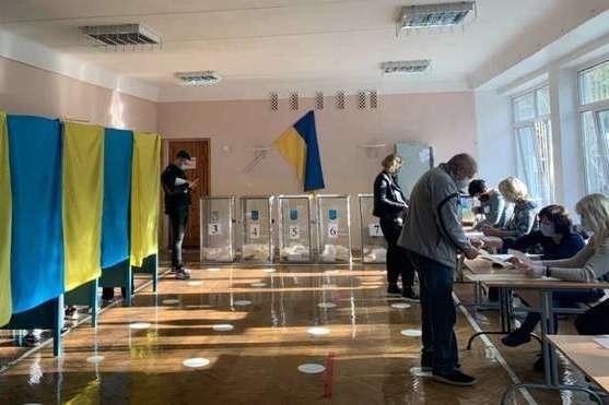 Выборы в Черновцах происходят при низкой явке