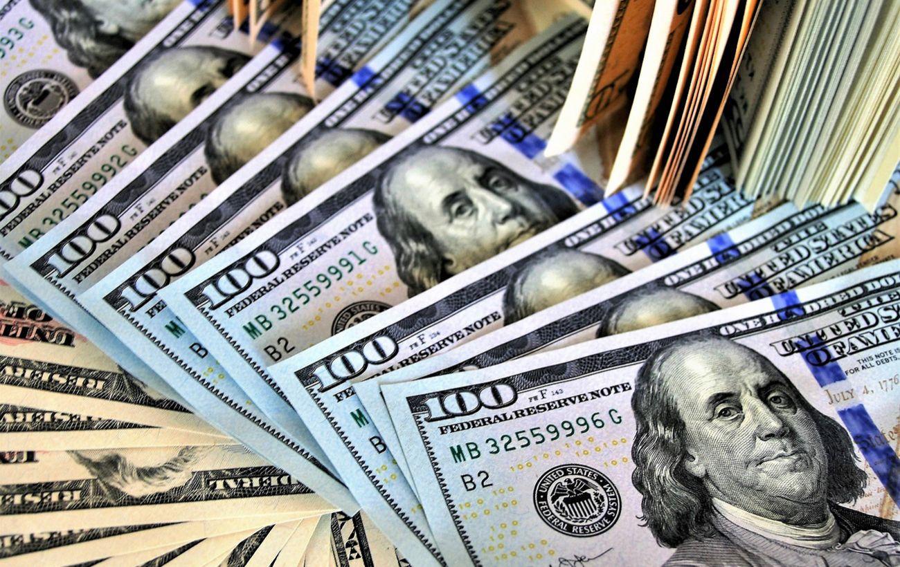 Курс долара знизився на міжбанку