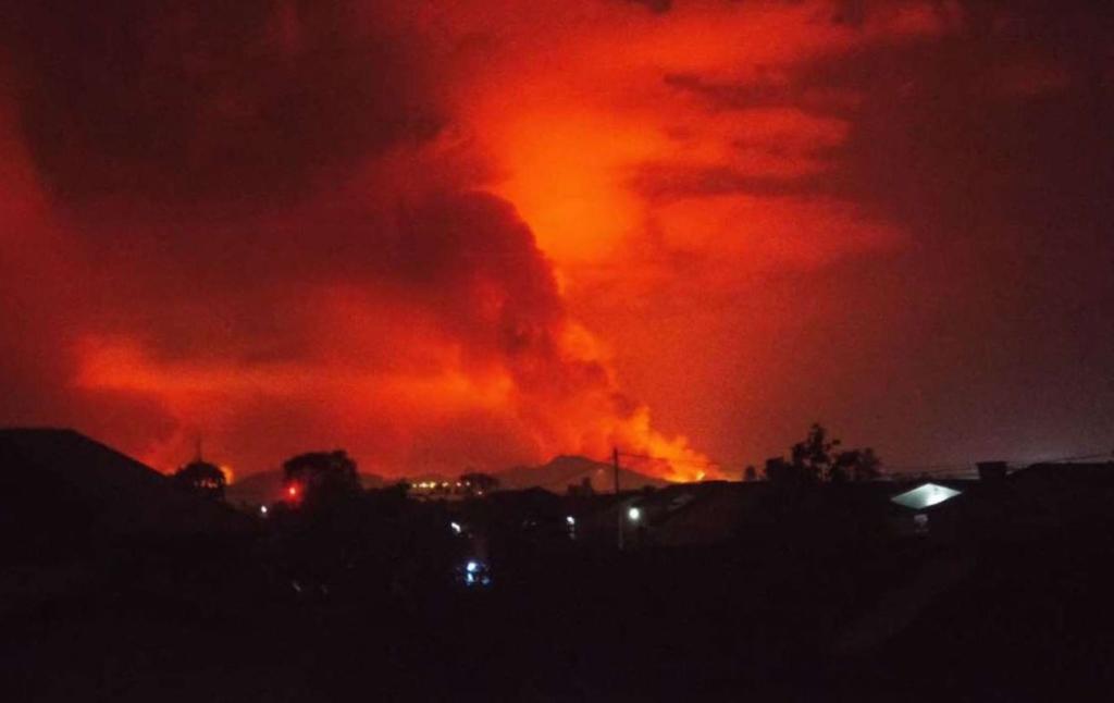 Лава вулкана зупинилася в сотнях метрів від 2-мільйонного міста в Конго