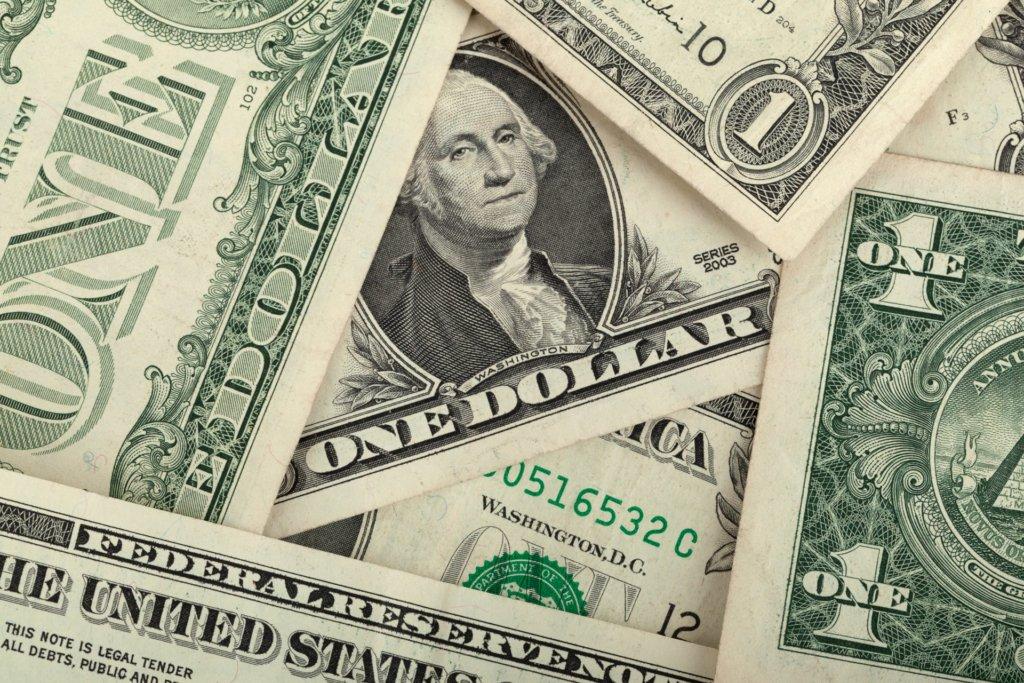 НБУ різко підвищив офіційний курс долара