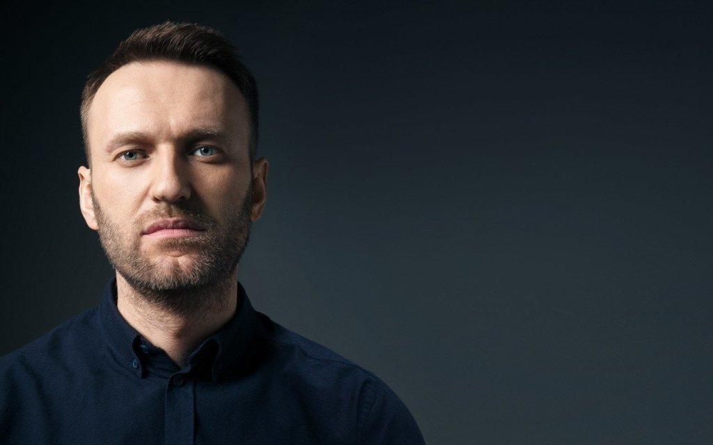Навального отруїли «Новачком» в готелі за допомогою пляшки з водою — відео