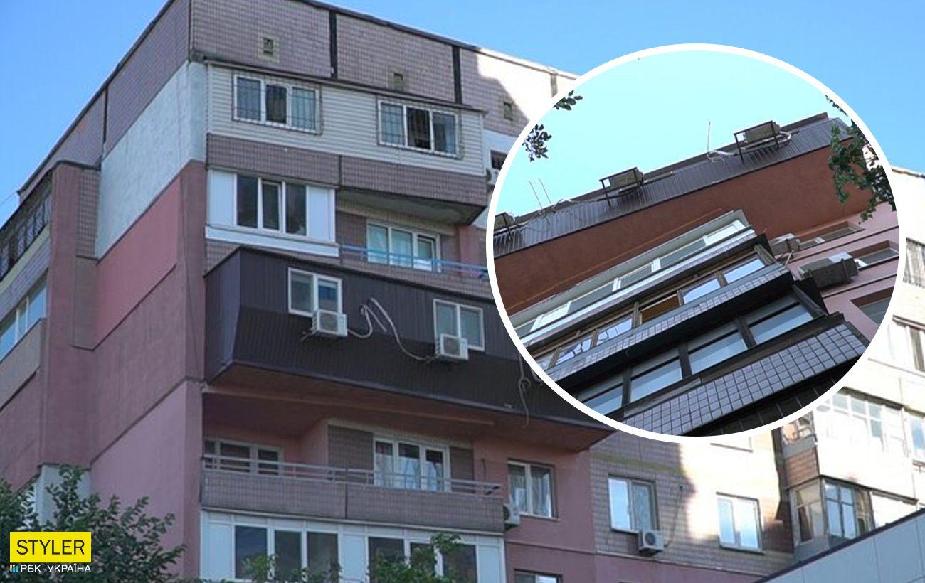 У Дніпрі жителі багатоповерхівки встановили балкон, який нагадує труну (фото)