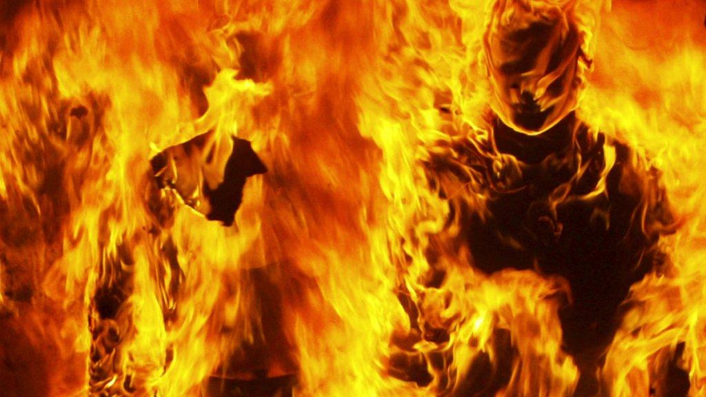 У Києві в Офісі генпрокурора жінка погрожувала спалити себе — фото