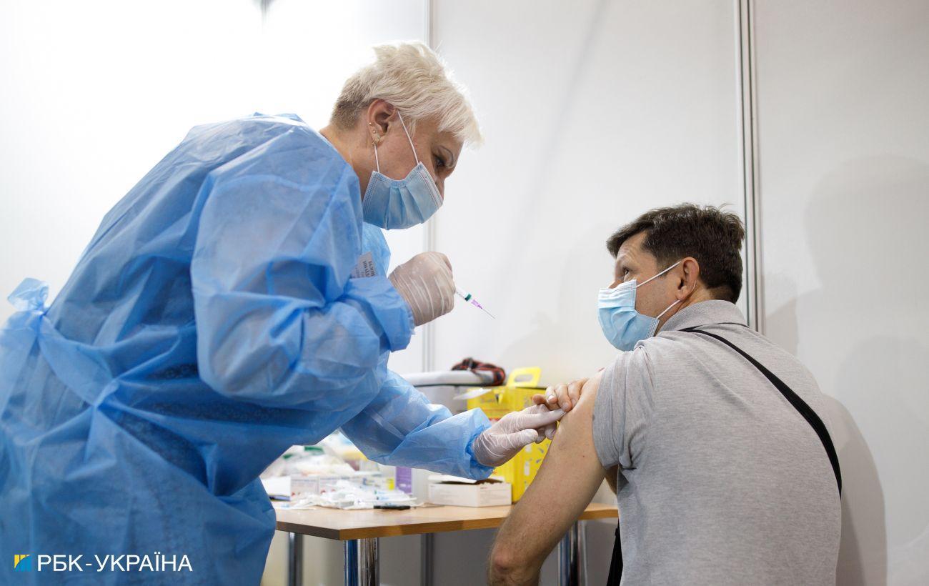 У Швеції третю дозу COVID-вакцини запропонують медикам і людям старше 65 років