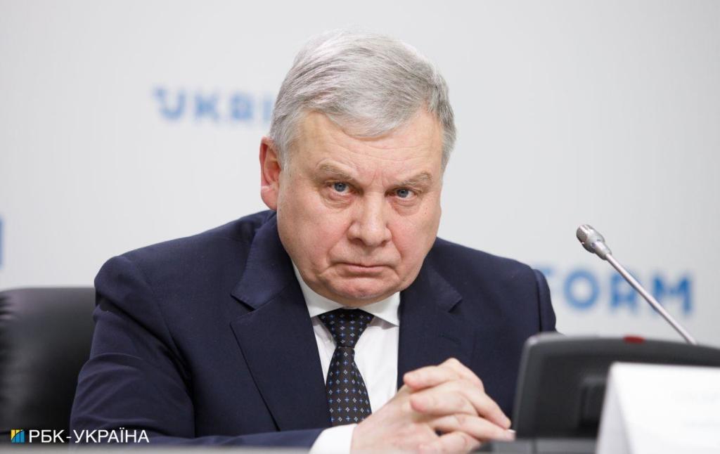 """""""Росія веде війну на всіх фронтах"""": вМіноборони відреагували на фейк про заморозку допомоги США"""