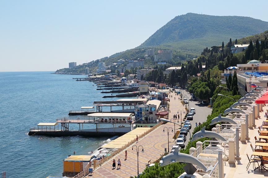 Кабмін заборонив в'їзд і виїзд на територію окупованої Криму