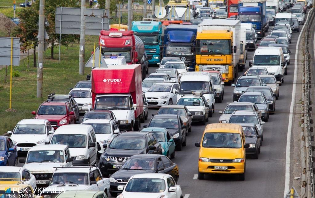 Перегружен транспорт фиксировать автоматически: президент подписал закон
