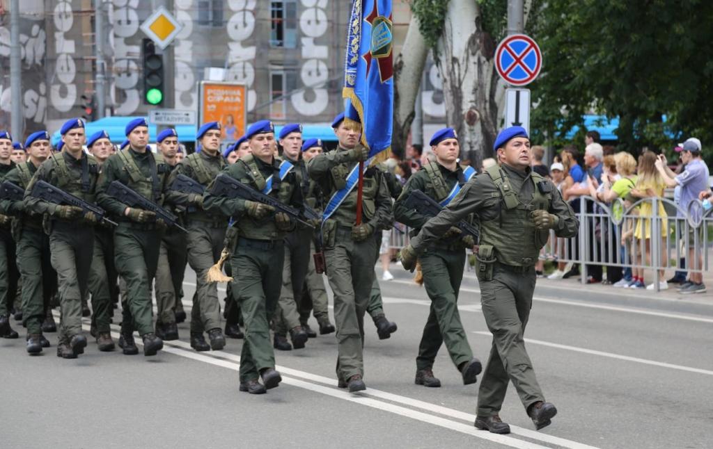 В Мариуполе прошел военный парад, приуроченный к седьмой годовщине освобождения города
