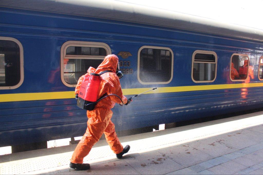 Карантин в Україні: «Укрзалізниця» закриває продаж квитків на чотири станції