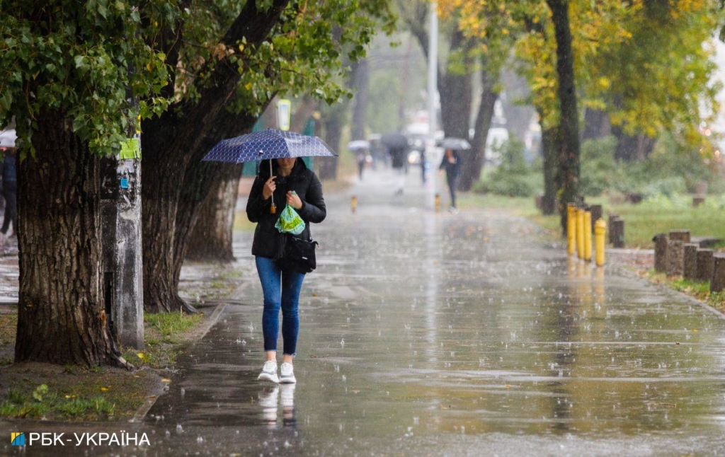 Накроют дожди с грозами: прогноз погоды в Украине на начало недели