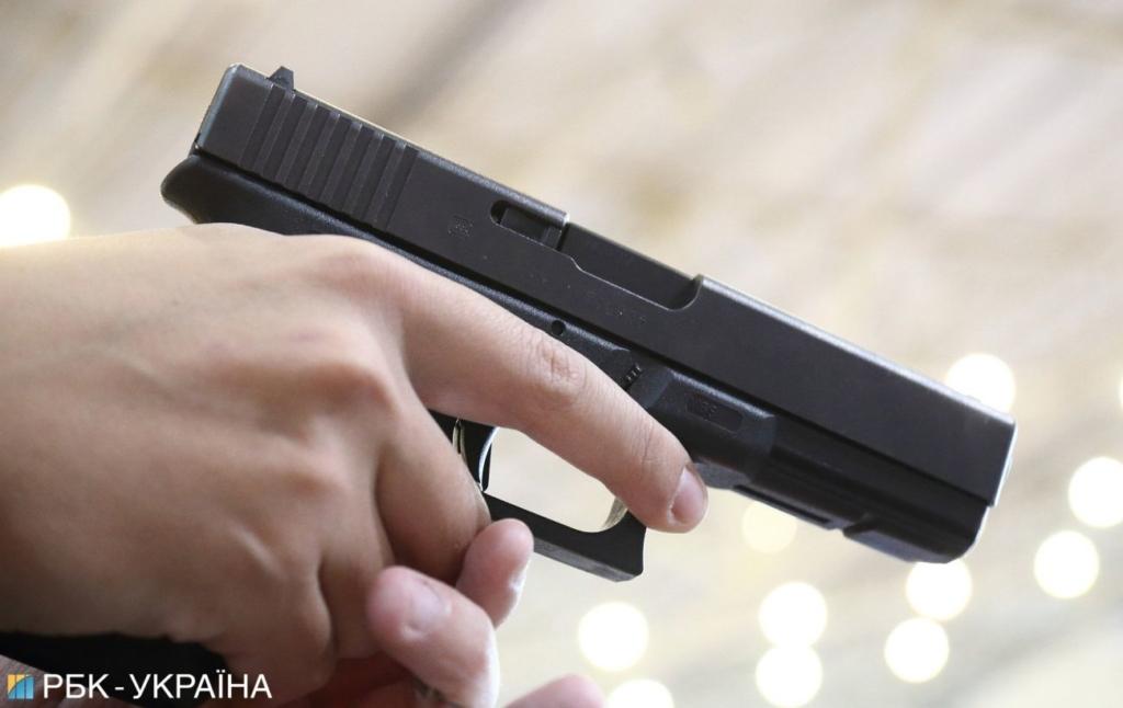 В Івано-Франківську чоловік влаштував стрілянину на АЗС
