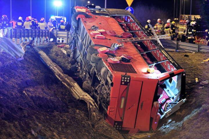 У Польщі автобус з українцями потрапив у смертельне ДТП, шестеро загиблих