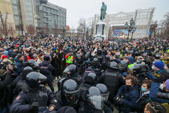 У протестах в Росії взяли участь не менш як 110 тисяч осіб