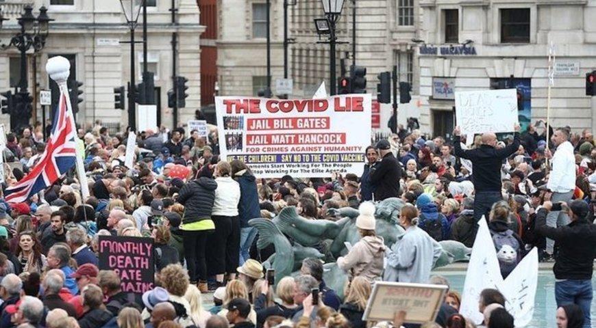 У Лондоні тисячі людей вийшли на протест «проти пандемії»