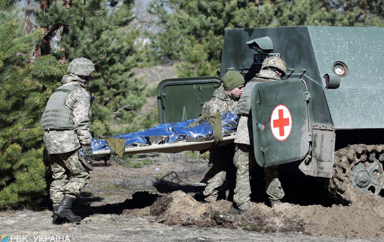 На Донбассе ранили трех украинских военных