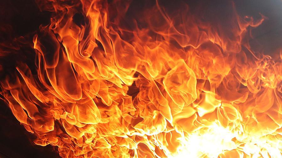 У Києві сталася сильна пожежа в багатоповерхівці, загинула жінка — відео