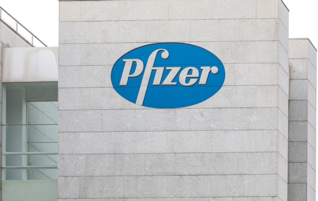 Pfizer/BioNTech подали заявку на повне схвалення COVID-вакцини у США