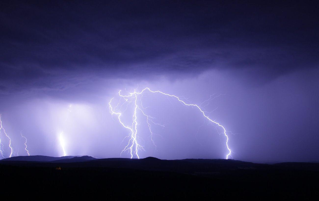 У Карпатах блискавка влучила в туристів, є постраждалі