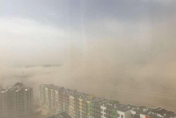 Київ знову в числі мегаполісів із найбруднішим повітрям на планеті