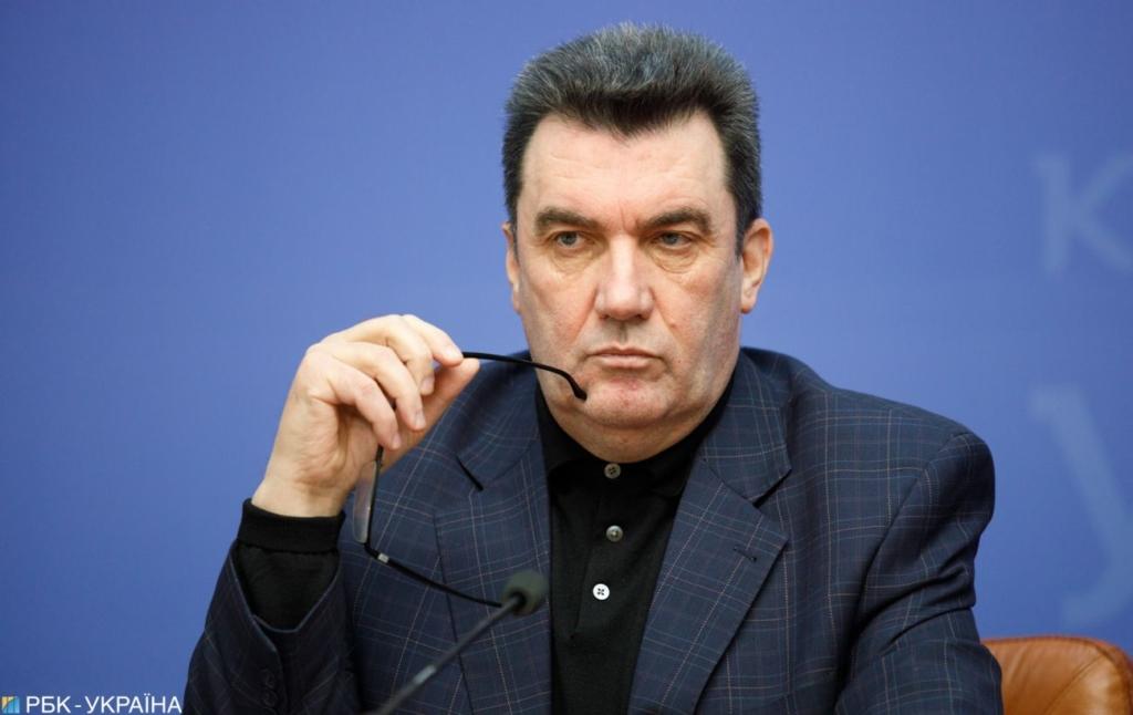 Данілов заперечив продаж АЗС Медведчука: санкції діють у повному обсязі
