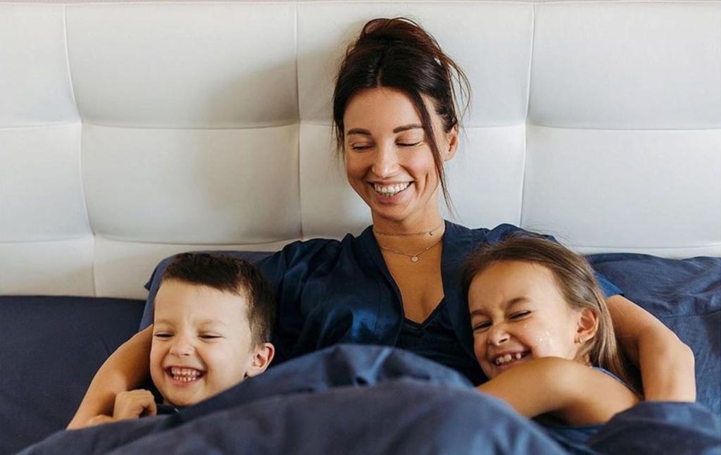 Бути мамою – важливо і круто: популярна ведуча розкрила головні правила виховання дітей