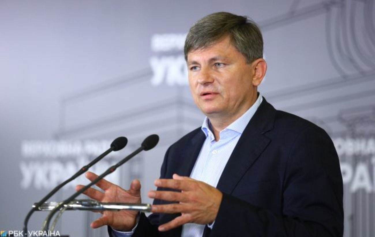 """В """"евросолидарности"""" заявили, что Офис генпрокурора саботирует судебные заседания по делу Павловского"""