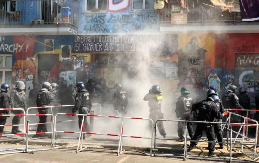 У Берліні постраждали десятки силовиків при виселенні скватерів з покинутого будинку