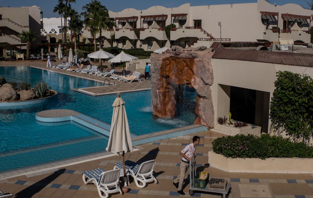 Разбавленное вино и замороженные продукты: чем на самом деле кормят в All inclusive в отелях Египта