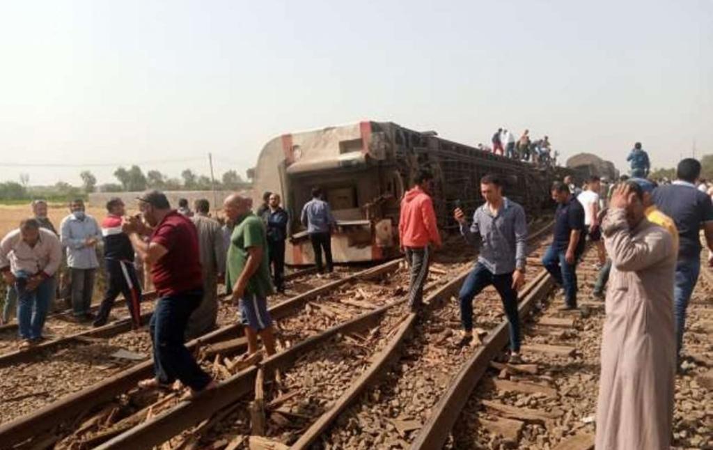 Близько 100 людей постраждали при катастрофі поїзда в Єгипті