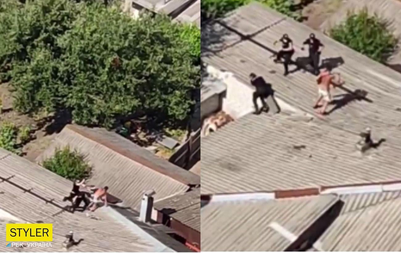 Сидів на даху і вів себе неадекватно: у Харкові напівголий чоловік влаштував бійку з патрульними (відео)