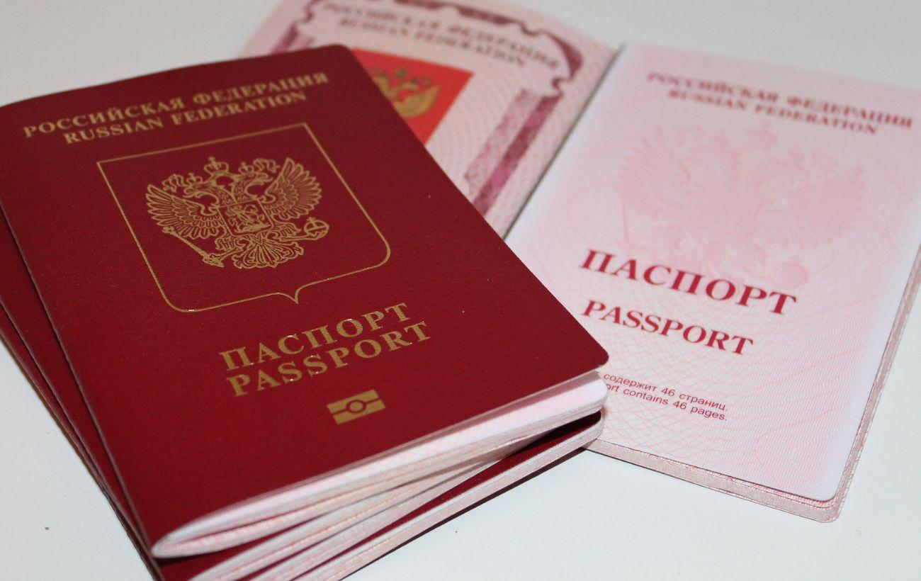 В ОРДЛО массово раздают российские паспорта накануне выборов в Госдуму РФ