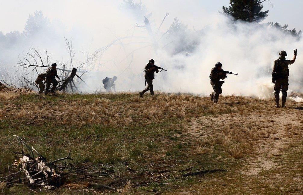 На Донбасі підірвалися двоє військових ЗСУ: що відомо про їх стан