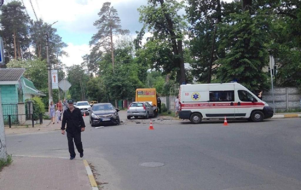 В Ірпені сталося ДТП з маршруткою, постраждали п'ять людей