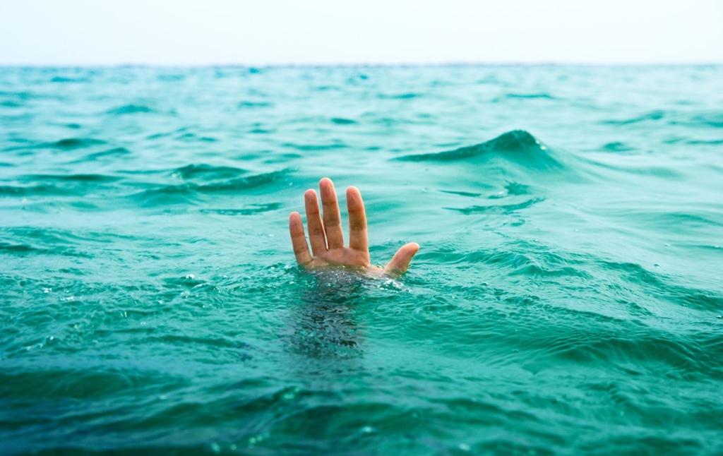 Во Львове в затопленной дождем многоэтажке загадочно погиб 16-летний подросток