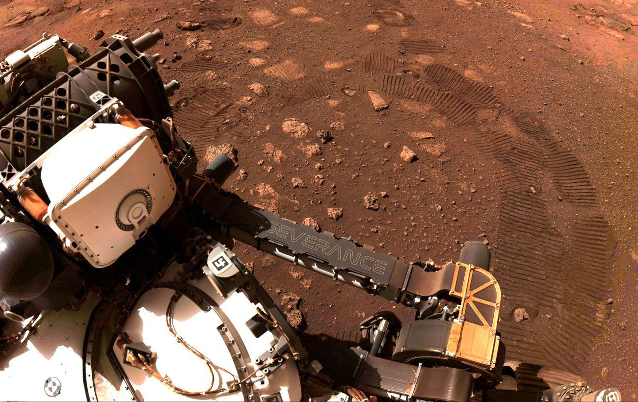 Марсоход Perseverance ищет место для временной парковки: NASA объяснили причину