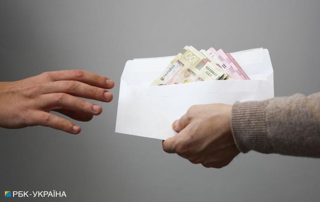 В мае украинцы получат доплаты: кому и сколько дадут