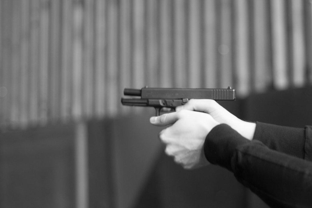 Неадекватний водій влаштував стрілянину під Києвом