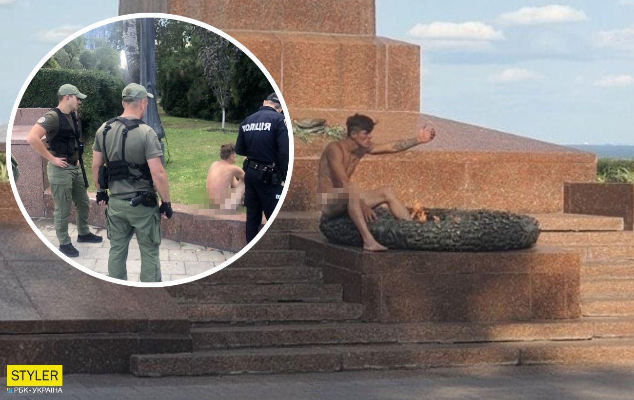 В Одессе голый неадекват грелся на вечном огне: ругал прохожих и полицию