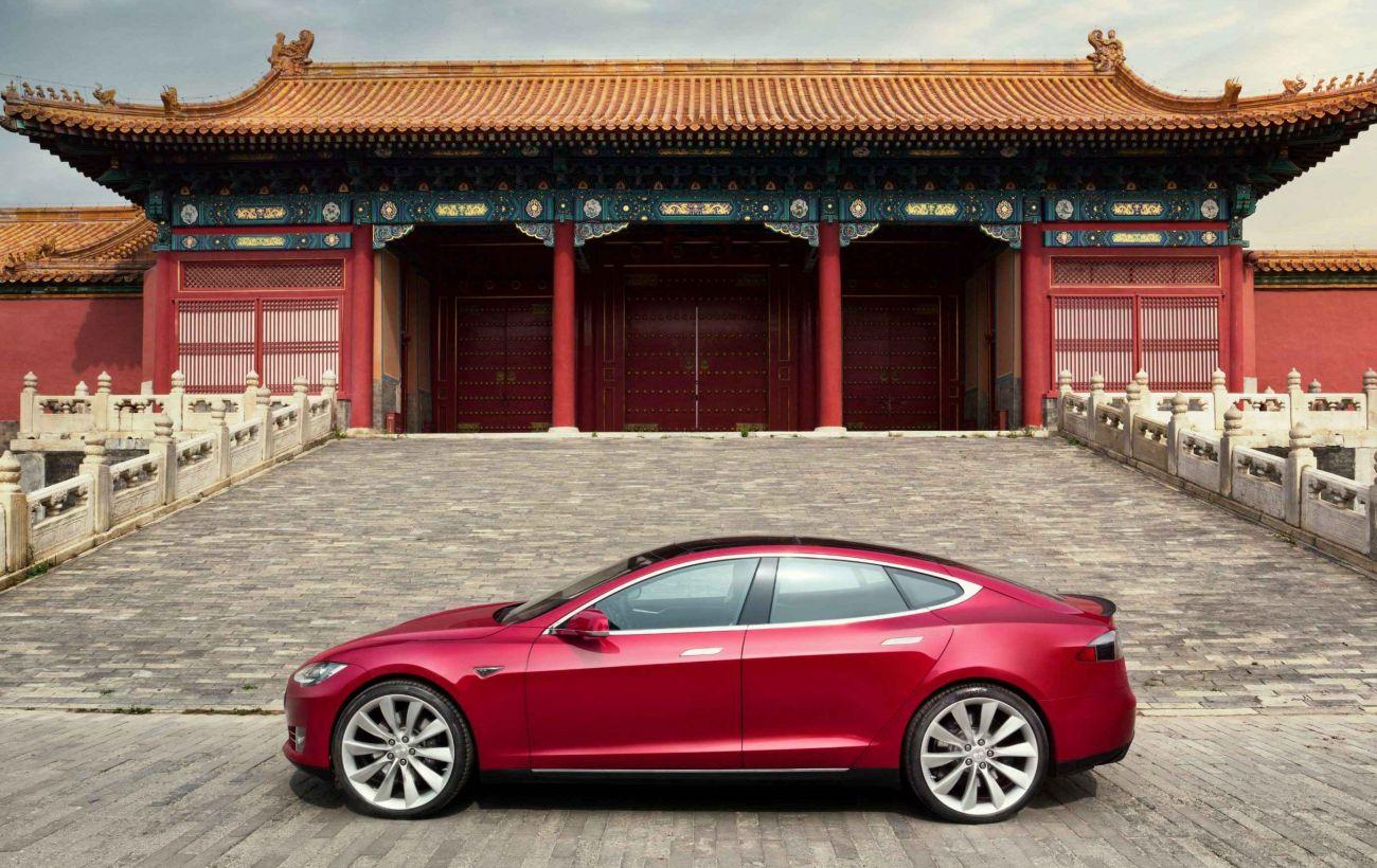 """Китай проверять автомобили, отправляют данные в """"облачные"""" сервисы: в стране боятся утечки информации"""