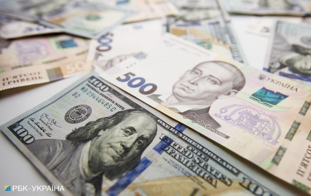 Курс долара прискорив падіння на міжбанку. Наближається до позначки 27 гривень