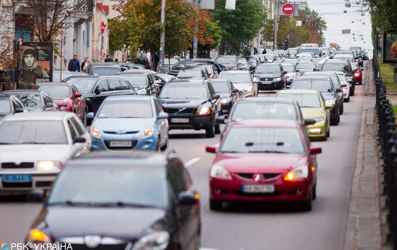 В Украине установили единую цену на регистрацию автомобилей и хранения номерных знаков