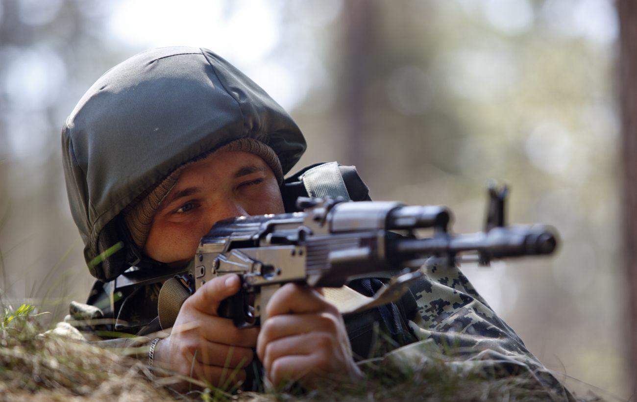 Бойовики обстрілювали воїнів з гранатометів і запускали безпілотники: поранено бійця