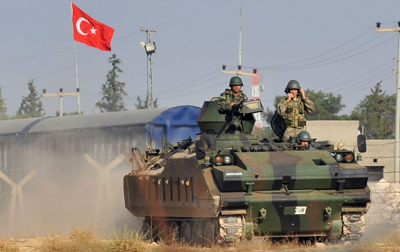 Двоє турецьких військових загинули при атаці на бронетранспортер в Сирії