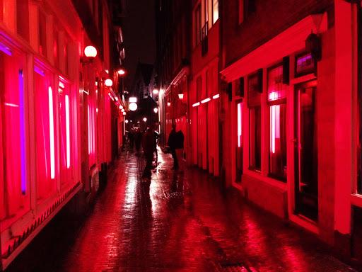 У Брюсселі тимчасово заборонили проституцію через COVID-19